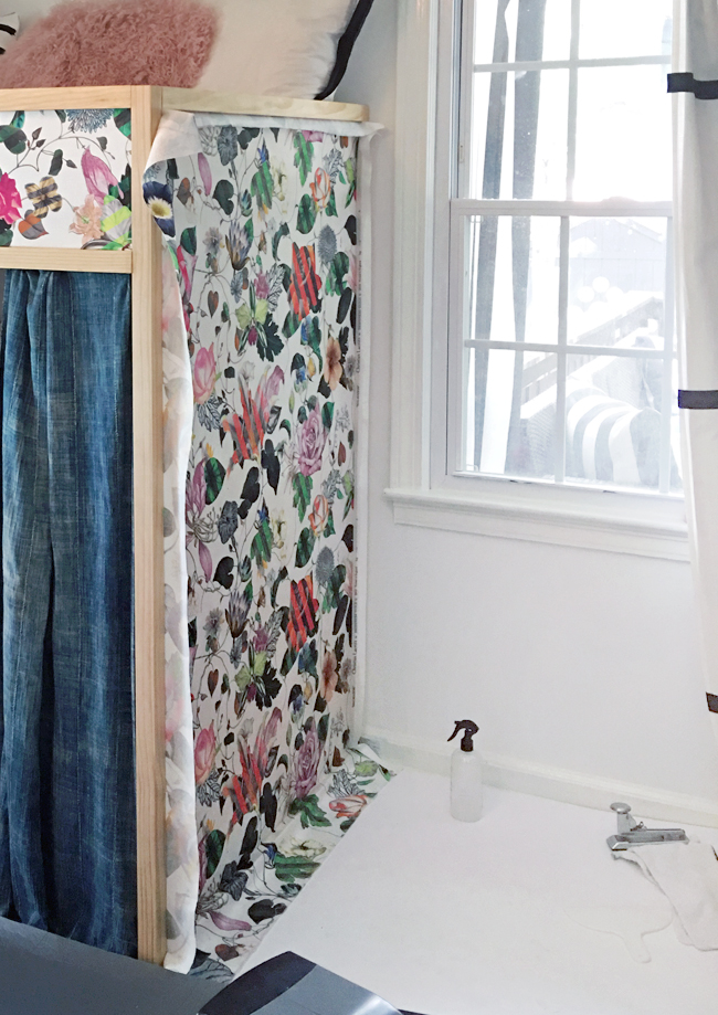 How to wallpaper with fabric using fabric starch.